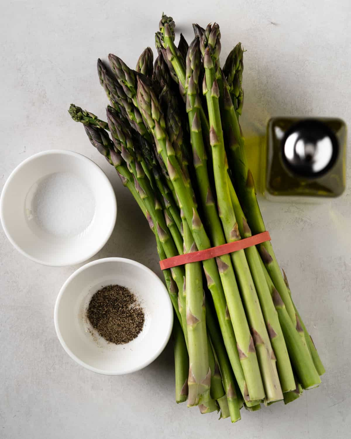 ingredients for the recipe: a bundle of asparagus, salt, pepper and olive oil